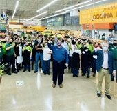 Mayor Archer visits workers at rio grande latin market