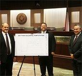 Matt Holzapfel, Mayor Bruce Archer and City Mgr Cliff Keheley
