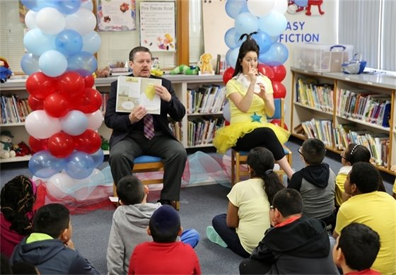 Mayor Pickett Read Across America Day