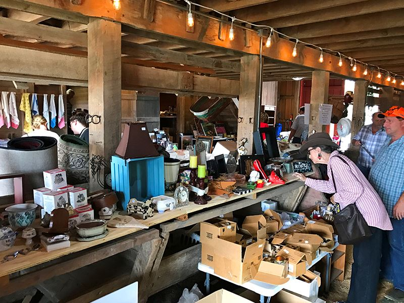 barn sale_people