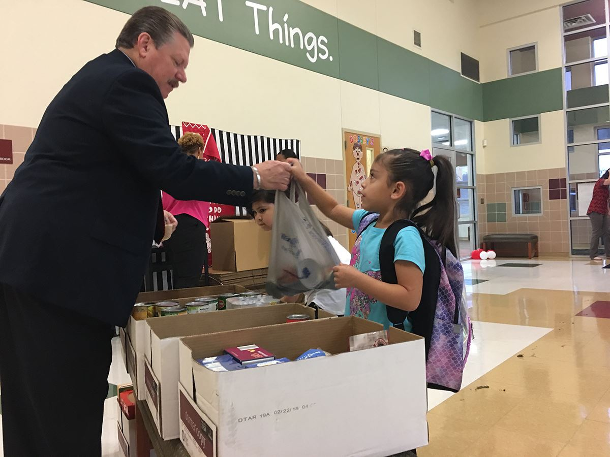 10-9-18 Mayor Pickett accepts donation at Galloway Elem food drive from a student