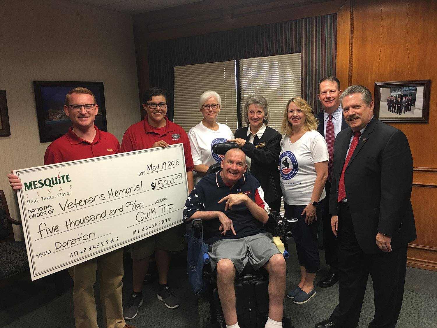 5-17-18 QuikTrip donates to Mesquite Veterans Memorial