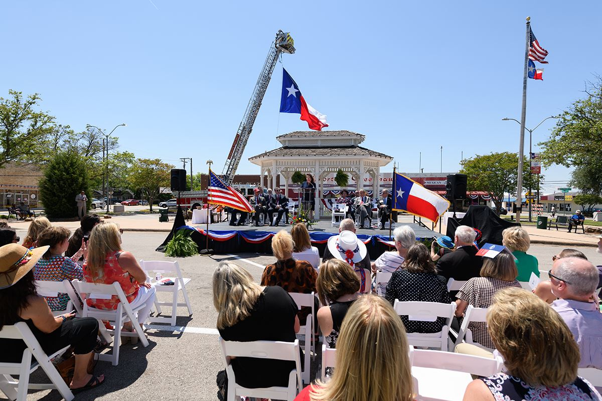First Lady Abbott speaks at Texas Main Street Designation - Downtown Mesquite
