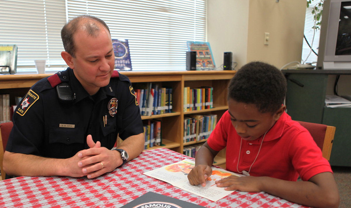Mesquite Police Officer reads with student-file photo2 (1200x713).jpg